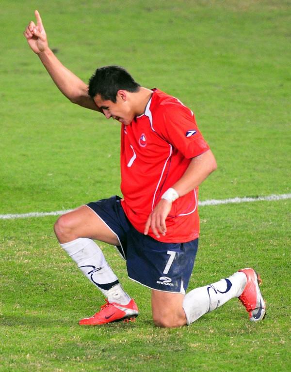 Alexis Sanchez tributando a Marcelo Salas