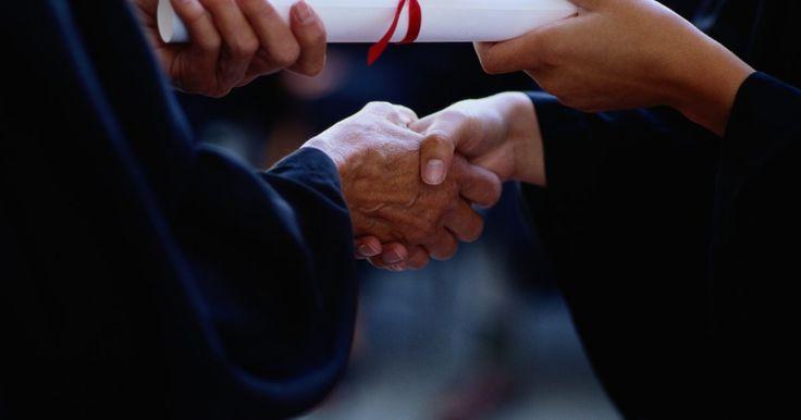La diferencia entre una maestría y un doctorado                                . Tanto una maestría como un doctorado son títulos de postgrado más allá del título universitario de cuatro años. No son, sin embargo, la misma cosa. Una maestría y un doctorado requieren cada uno diferente tiempo, compromisos financieros e intelectuales distintos y cada uno lleva a diferentes oportunidades en las carreras profesionales. Asimismo, ...