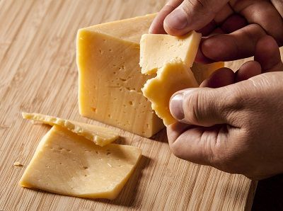 Step-by-step instructions for making hard cheese at home, from Mother Earth News.