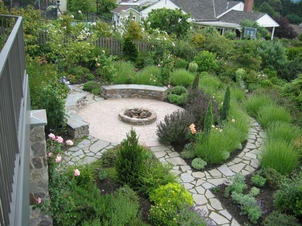 feuerstelle rund gehwege anlegen steinplatten lavendel rosen kräuter natursteine