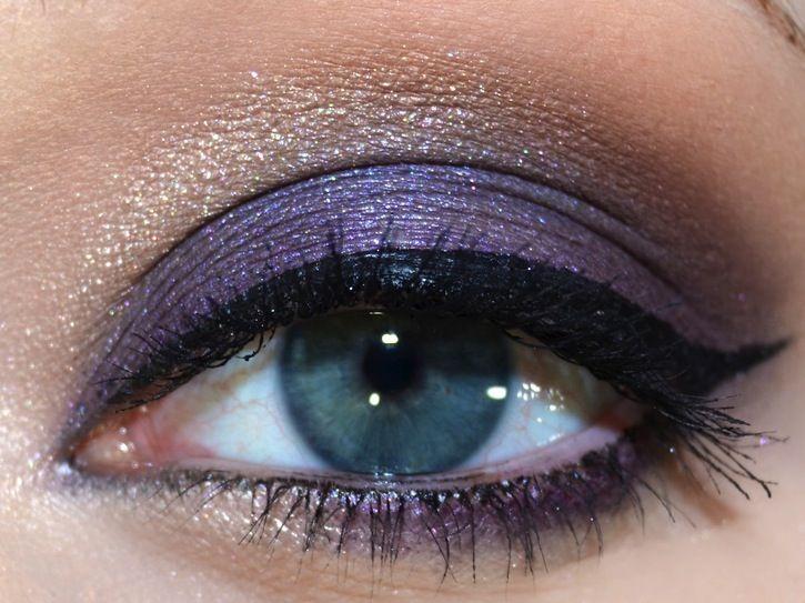 Dark purple eyeshadow look- Like Elsa from Frozen!