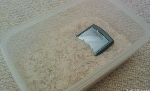 How to save a wet phone -- and what not to do. (P.S. I've tried and it works!) http://cnet.co/MNlJqv