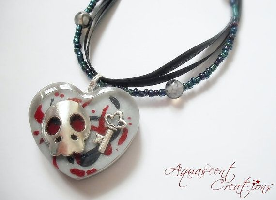 Skull and key necklace, resin heart charm pendant on a ribbon and beads necklace. 12,00$  #aquascentcreations #jewelry #necklace