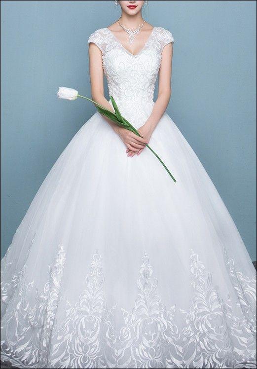 19 best Brautkleider - Chic und modern! images on Pinterest