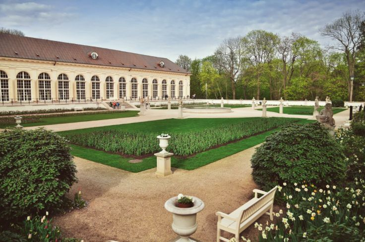 Exploring Warsaw in the Summer Time: Royal Łazienki Gardens via RLG website // on happiestwhenexploring.com