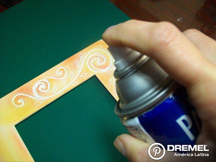 Paso 8) Colocar barniz satinado en aerosol para fijar.