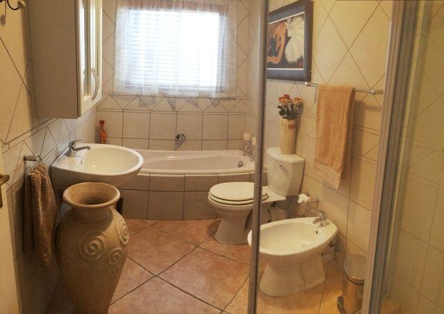 Full bathroom (2)