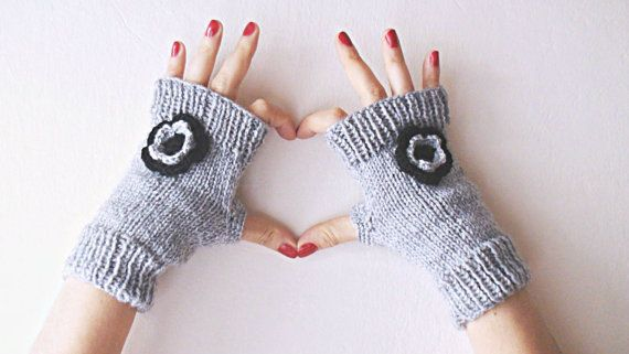Gray knitted  mittens hand knitted by HelenKurtidu on Etsy, €25.00