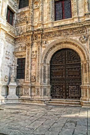 Puerta del Ayuntamiento de Sevilla ( España)