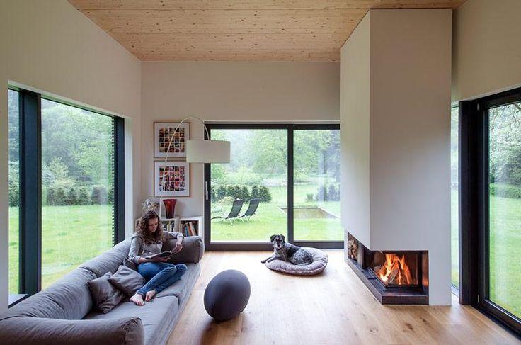 Im Herbst und Winter brauchen wir Gemütlichkeit! Aber warum tun uns die Wolldecke auf dem Sofa, das Feuer im Kamin oder die Kerzen auf dem Tisch so gut?