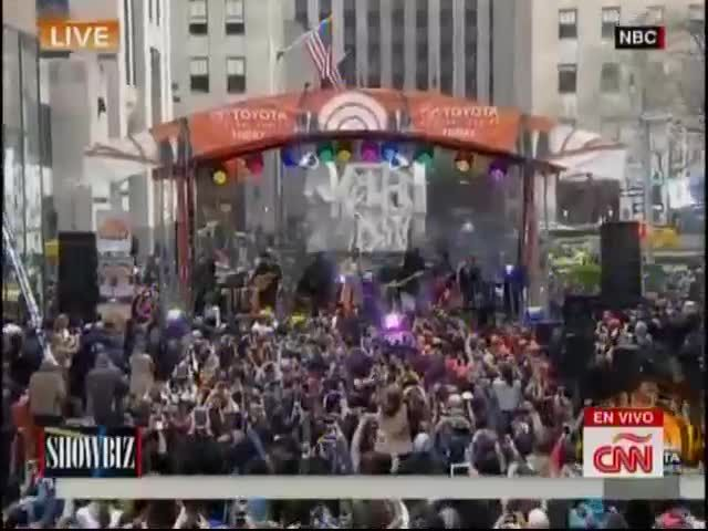 Siguen Los Comentarios Del Show De Romeo Santos En Rockerfeller Center #Video
