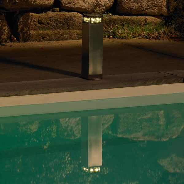 1000 id es propos de luminaire solaire sur pinterest for Luminaire exterieur piscine