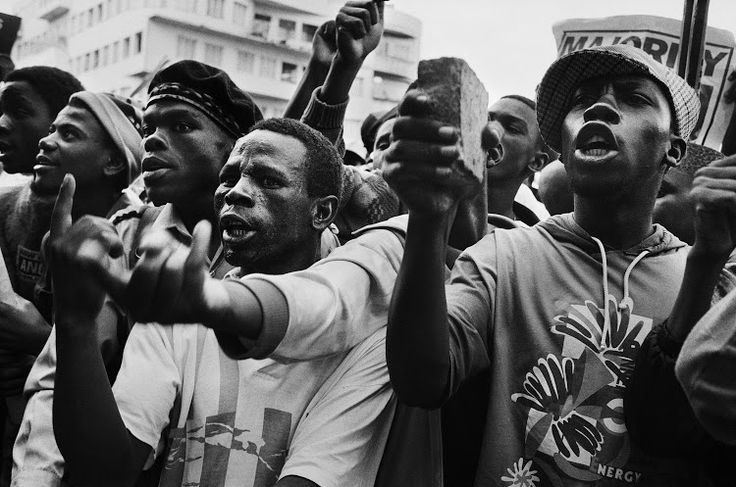 (Jodi Bieber), Protest against Chris Hani's assassination, 1993. © Goodman Gallery Johannesburg.