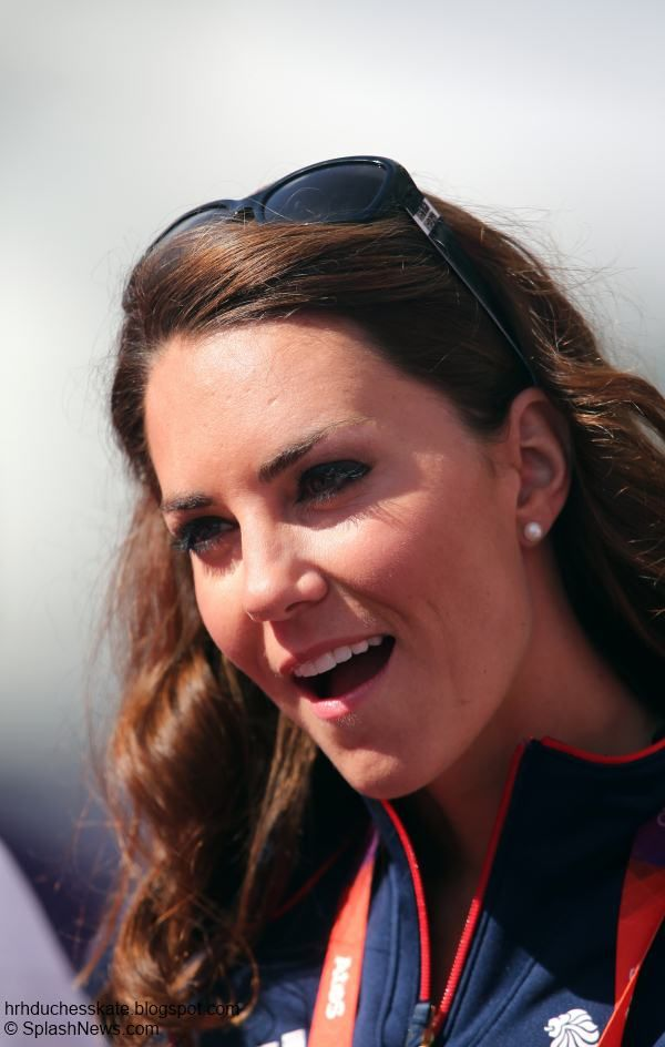 Friday, 3 August 2012 Kate Watches Hockey, Visits Team GB House + Olympic Interviews Kate spent the evening watching the Olympic hockey match between Great Britain and Pakistan.