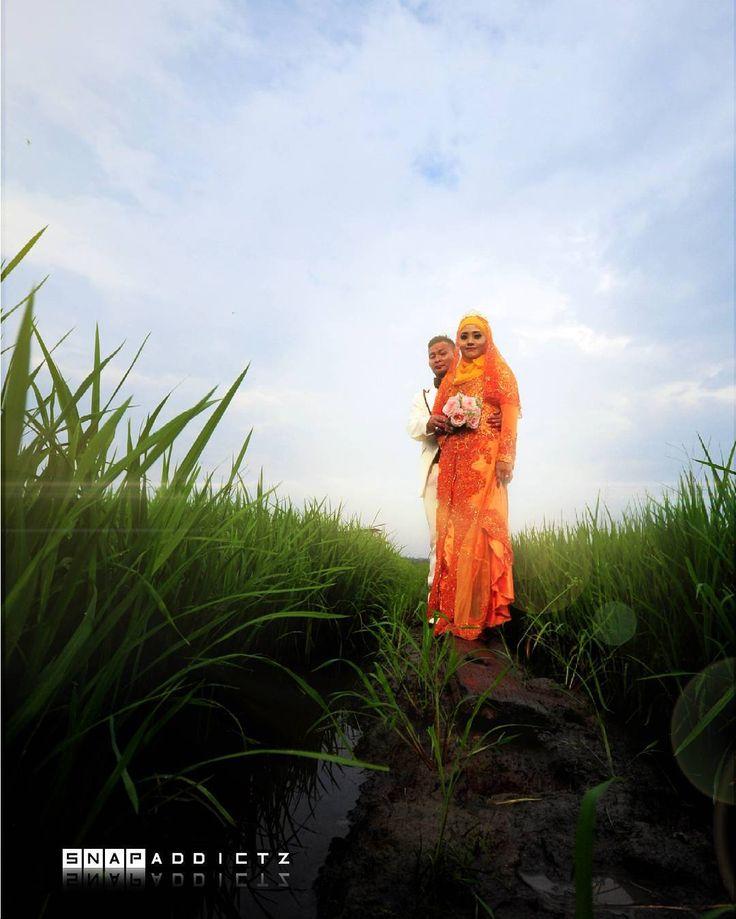 outdoor di #pantaileka #paritjawawedding #kerjakawin #muo #muarphotographer #muarjohor #vendormuar #muor #malaysiawedding #weddingmuar #johorwedding #melakawedding #outdoor #muar #jb #malay #paritjawa #snapaddictz #pakejmurah #masjidmuar #coveralbum #sawahring #dilwale http://on.fb.me/1P117tR production http://on.fb.me/1Zx2PEx alim alim for more information : call / whatsapp  012 731 6014 012 731 6042 by snapaddictz