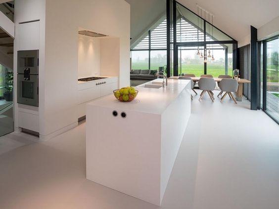 Met deze gladde vloer en de keuken zo in de ruimte, prachtig! Contactanos a ventas@canterasdelmundo.com www.canterasdelmundo.com