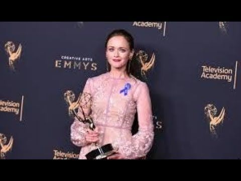 "Alexis Bledel Melissa McCarthy win awards at creative arts Emmys Alexis Bledel and Gerald McRaney were on hand at the creative arts Emmy Awards on Sunday to pick up trophies for their appearances for best guest actors for a drama. McRaney won for his role on ""This Is Us"" -- his first Emmy award coming at age 70 -- and Bledel won for ""The Handmaid's tale.  Dave Chappelle and Melissa McCarthy are also Emmy winners earning trophies for their appearances on ""Saturday Night Live."""
