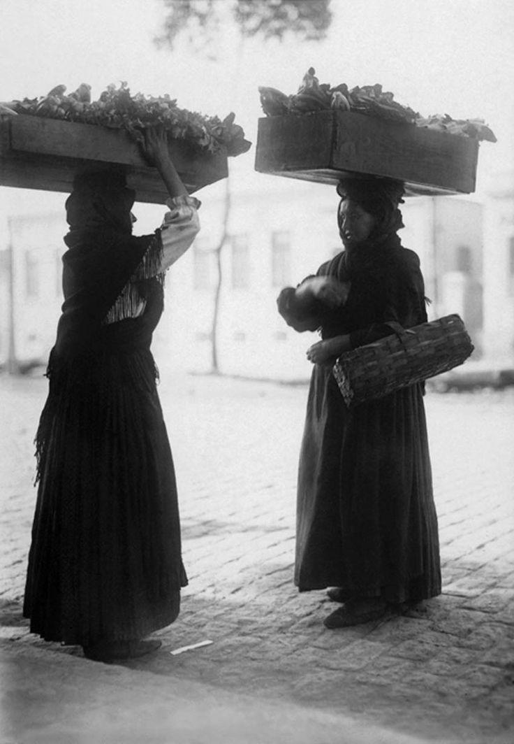 1910 - Vendedoras de verduras. Foto de Vincenzo Pastore. Acervo do Instituto Moreira Sales.