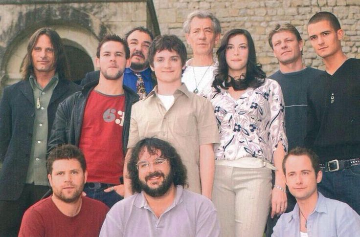 Peter Jackson with the cast before they began filming Lord of the Rings--- BABIES