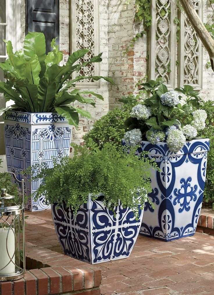 Inspired by handpainted Mediterranean tiles, our Santorini Planters evoke the beauty of a Grecian garden.
