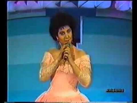Marisa Laurito - Sanremo 1989 - Il babà è una cosa seria - YouTube