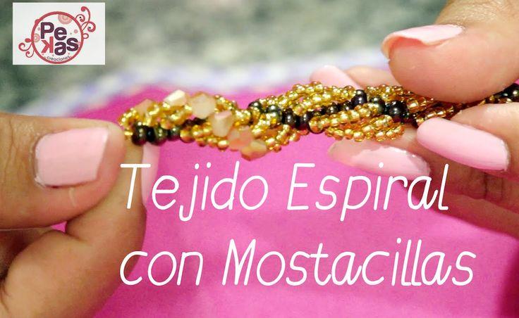 Dos clases de Tejido Espiral para Bisuteria: Materiales: Hilo nylon Aguja Mostacillas y mostacillones www.pekascreaciones.com www.instagram.com/creacionesdep...