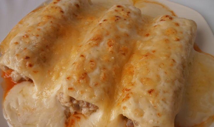 Receta de Canelones de pollo caseros    ingredientes   - 24 placas de canelones  - 1 pollo asado  - 2 cucharadas soperas de harina  - 2 ó 3 cucharadas soperas de salsa de tomate  - 100 g de manteca  - 1 litro de leche  - 50-75 g de queso rallado  - nuez moscada  - sal y aceite de oliva