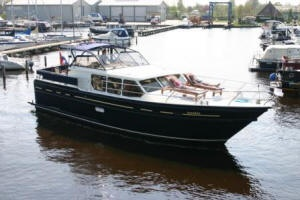 "Houseboat ""Valk-Voyager 1450"" for 8 persons, cruising the beautiful Frisian Lake District in Holland."