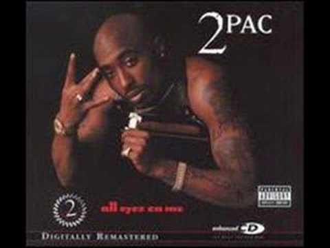 """Catapulté aux sommets en formant un duo de choc avec Dr.Dre sur l'emblématique """"California Love"""", 2Pac est plus que jamais la figure du hip hop la plus idolâtrée"""