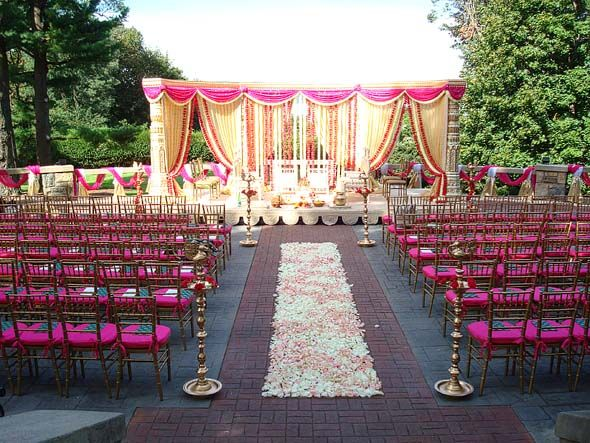 indian mandap, indian wedding, Abigail Kirsch at Tappan Hill Mansion, NY | @grace_ormonde @wedding_style  http://www.weddingstylemagazine.com/platinum-list/platinum-list/new-york/all-other-areas/ceremony-and-reception/reception-and-ceremony-sites/abigail-kirsch-at-tappan-hill-mansion