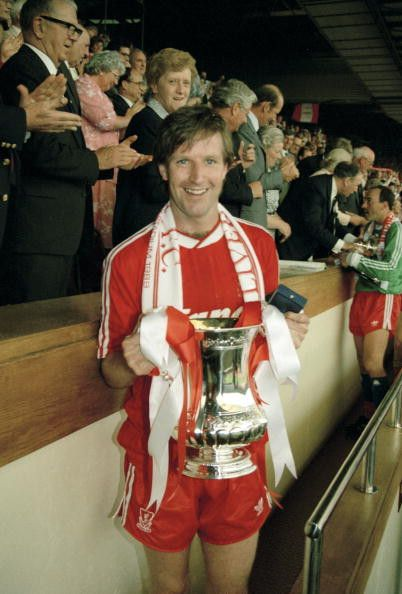 Liverpool captain Ronnie Whelan with the FA Cup following victory against Everton in the 1989 Final. #LFC