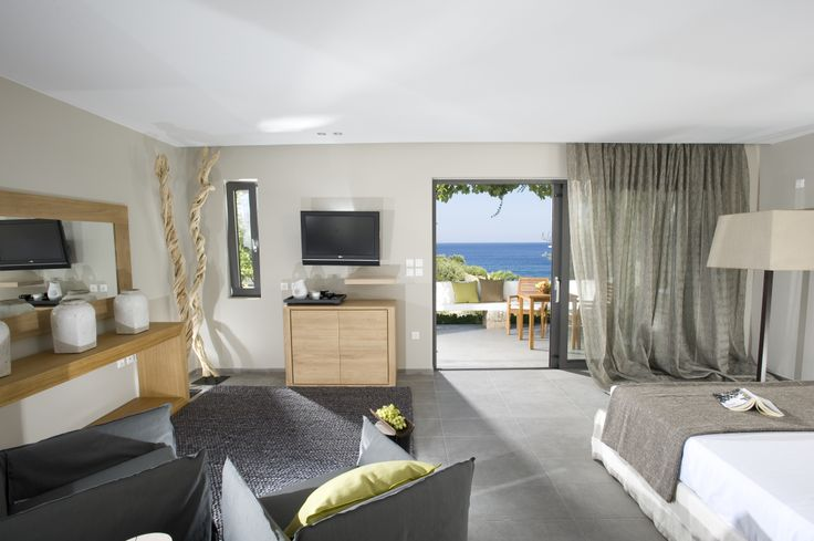 Tastefully decorated and offering spectacular views of the sea...