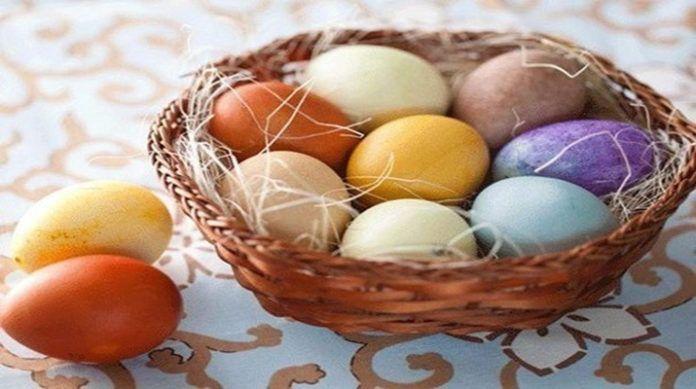 Мы с радостью предоставим вам несколько идей, как сделать красивые мраморные яйца, не покупая при этом красители в магазине