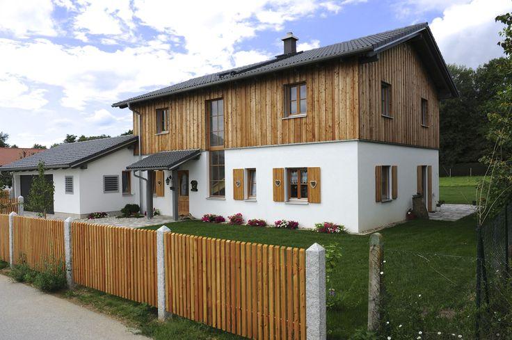 ländlich- rustikal; mit Fensterläden und Holzverschalung