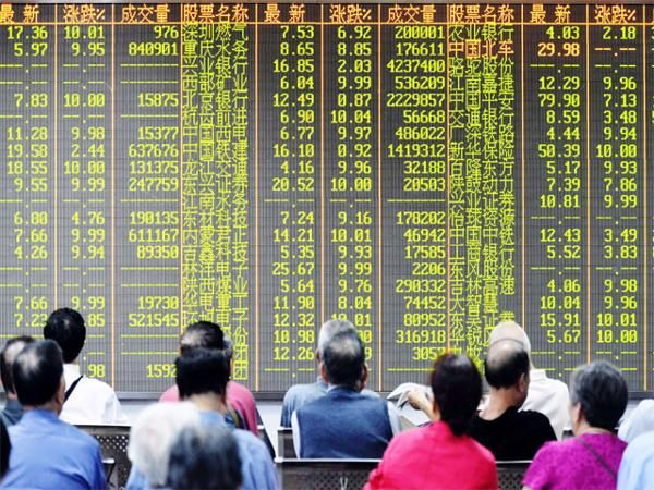 Financial crisis looming? 5 reasons why Chinese markets cracked over 8% on Wednesday - The Economic Times