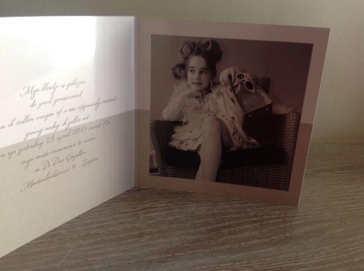 Mijn kleindochter opgetut,papie de foto,s genomen en mijn dochter kaartjes gemaakt voor eerste communie,denk dat het heel geslaagd is !