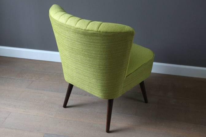 Mooie cocktail chair uit de fifties, geheel gerenoveerd en gestoffeerd met schitterende meubelstof van Van den Acker.