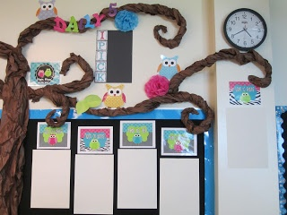 I like this set up of the Daily 5 - choice management system?  First Grade Glitter and Giggles