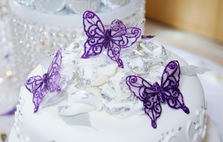 Dekorere dit bryllup bord, gaveæsker eller poser, og bruden buket med vores smukke #håndlavede #sommerfugle.