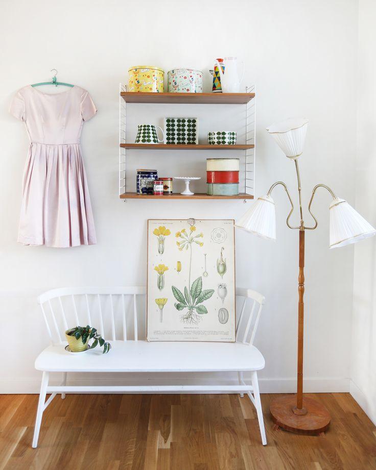 Bonjour Vintage är en blogg om vintageklänningar från förr och kärleken till Paris. Bakverk och söta saker. Inredning, loppis och äldre möbler.