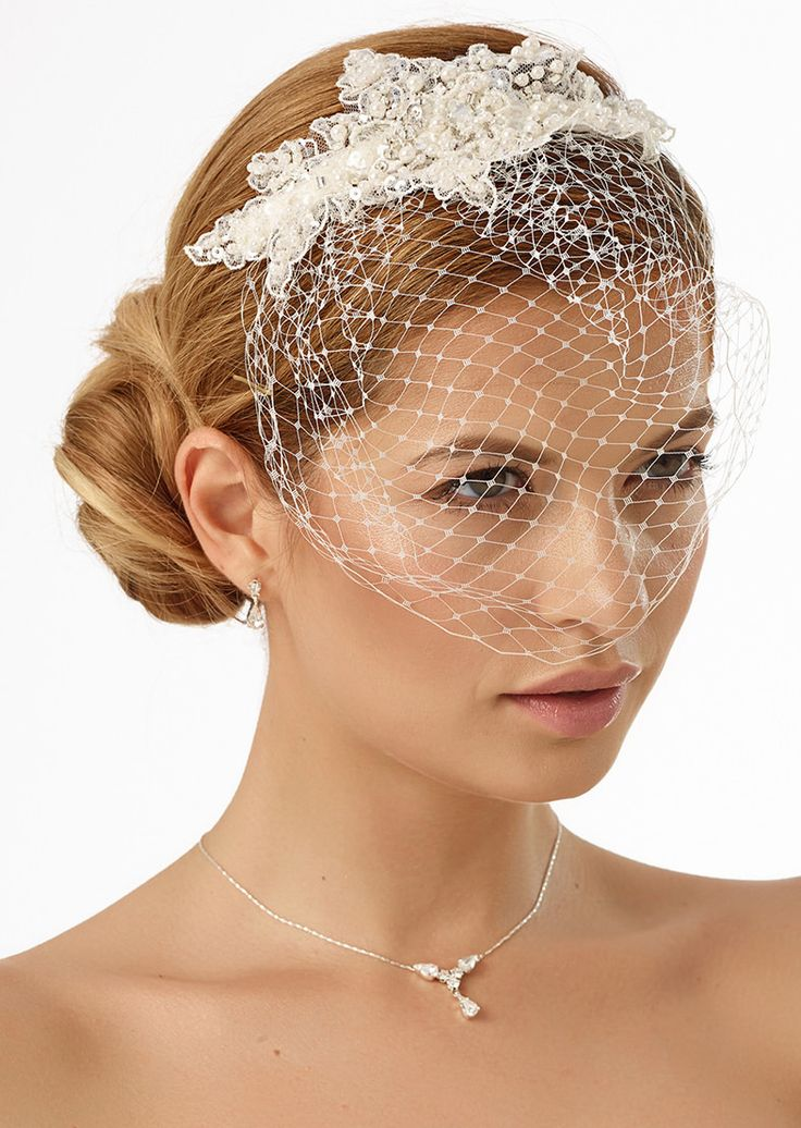 Our hair arrangment 119 as perfect detail to compliete vintage wedding look! #biancoevento #biancobride #wedding #weddingideas #vintagewedding #bridalaccessories #bridalfashion