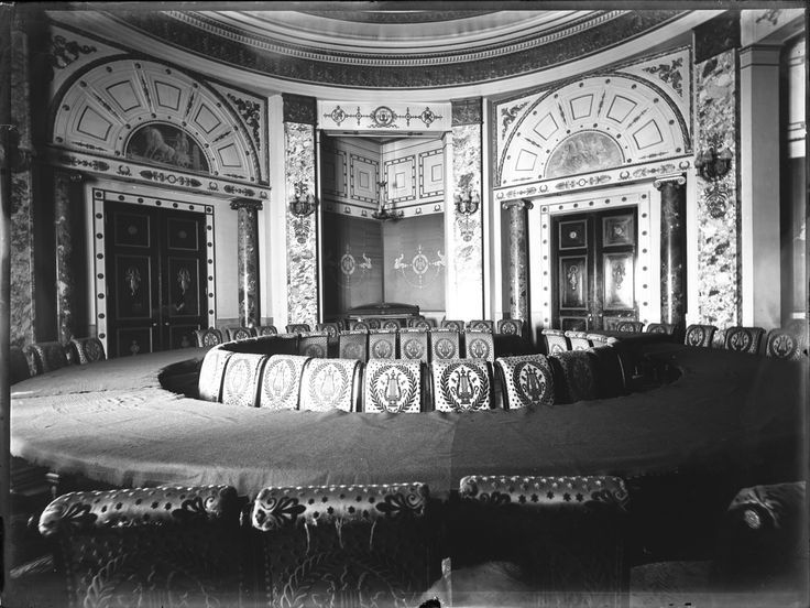 Dining room of the Jockey Club, 1916. Notice the circular table and tapestry covered chairs with a lire motif. The…   Ciudad de buenos aires, Buenos aires, Palacios
