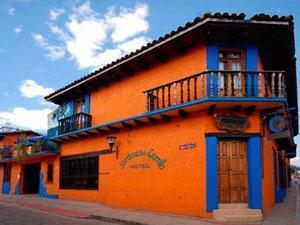 El #hotel Jardines del Cerrillo, cuentan con una decoración colonial combinado muebles rústicos en un ambiente de colores #Chiapas