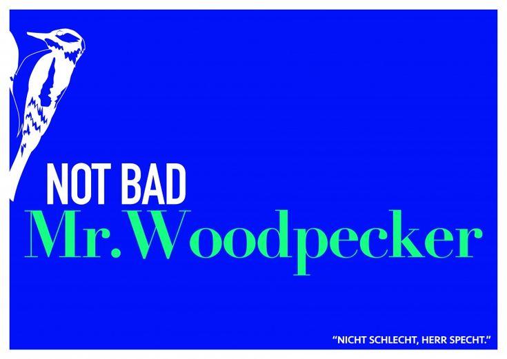 Lustiger Denglisch Spruch not bad Mr. Woodpecker auf blauem Hintergrund–mypostcard
