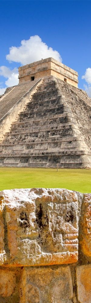 Kukulcan Pyramid, the Temple of a Thousand Columns, Chichen Itz, Yucatan, Mexico