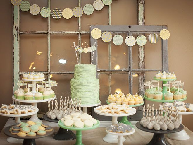 Decoracion Baby Shower verde y amarillo - mesa dulce galletas y cupcakes