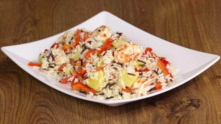 Ricetta Insalata di riso con gamberi e peperoni: Un'insalata di riso un po' atipica ed esotica: oltre al riso già di per se particolare perchè misto con riso selvaggio, abbiamo un mix di peperoni, ananas e gamberi che rende ques'insalata ancora più gustosa.