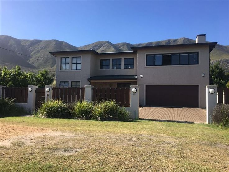 Onrus Getaway - Onrus Getaway is a great place for a family to stay.The accommodation consists of modern three bedrooms and three and a half bathrooms. The house has sea views from the upper floors. It has an open entertainment ... #weekendgetaways #hermanus #overberg #southafrica