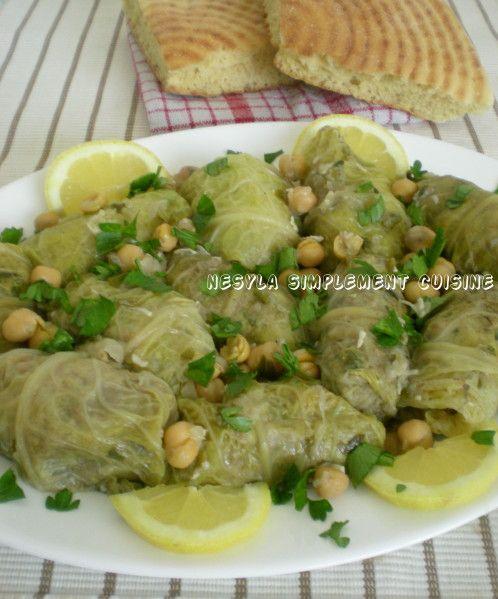 Salam alikoum/ Bonjour, Une recette très préparée en algérie et très appréciée aussi. La dolma de chou ou dolma crambit, ainsi appelée en dialecte algérien, fait parti des classiques de notre cuisine traditionnelle. Très douce et savoureuse avec sa sauce...