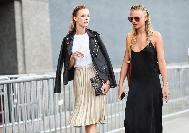 Chiodo Fisso Lady rock: la giacca di pelle abbinata alla gonna plissé #nyfw #streetstyle #fw16 #leaher